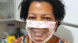 Mãe cria máscara especial para a filha deficiente auditiva
