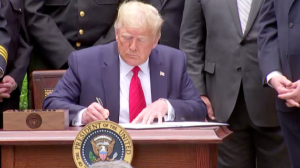 Trump assina decreto para reforma do sistema policial dos EUA