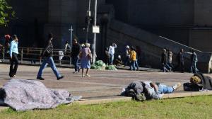 Dois moradores em situação de rua morrem de frio em São Paulo