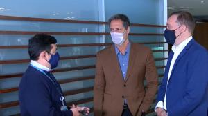 Luís Ernesto Lacombe assina contrato com a RedeTV!