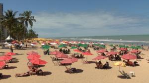 Movimento em praias no Recife é tranquilo no 1º sábado após comércio voltar