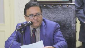 """RJ: Ex-deputado e filho, candidato a vereador, são presos por """"rachadinha"""""""