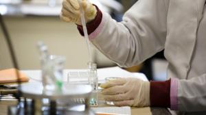Vacina da AstraZeneca pode ser eficaz contra covid, mostra teste