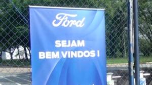Funcionários lamentam após anúncio do fechamento das fábricas da Ford no BR