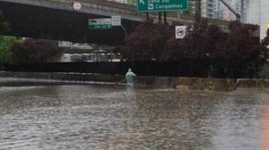 Fortes chuvas provocam alagamentos e fazem estragos em São Paulo