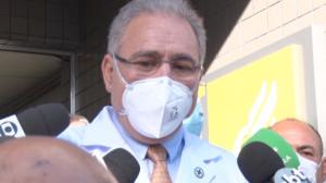 """Queiroga: """"Brasil tem 30 milhões de doses para abril"""""""