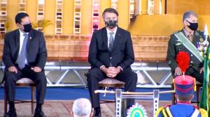 Bolsonaro participa de evento com militares