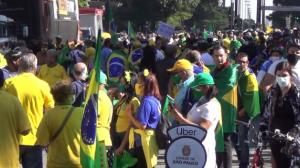Carreatas em apoio ao presidente Jair Bolsonaro tomam as ruas no Brasil