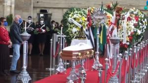 Corpo de Bruno Covas é sepultado em Santos neste domingo (16)
