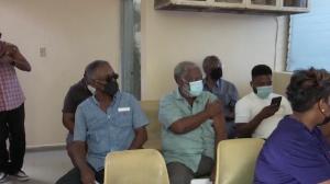 Giro internacional: Haiti começa a vacinar e França protesta contra lei
