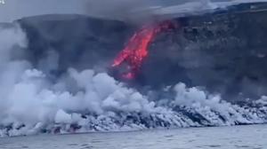 Lava de vulcão nas Ilhas Canárias chega ao Atlântico