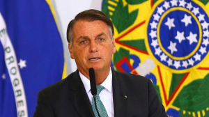 Bolsonaro entrega títulos de propriedade rural para famílias de baixa renda