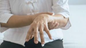Parkinson: casos em mais jovens têm aumentado; saiba o motivo