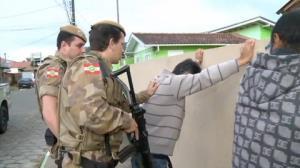 Traficantes vacilam e s�o presos em flagrante pela pol�cia