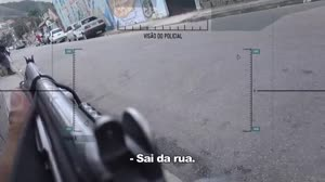 Caminhoneiro � abordado por bandidos, mas pol�cia chega a tempo