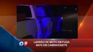 Ladrão de moto em fuga perde o controle e bate em caminhonete