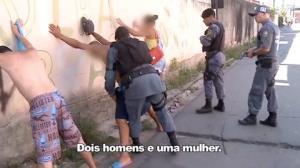 Policiais cercam comunidade para evitar fuga de criminosos