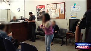 Mãe se desespera ao ver o filho preso por tráfico de drogas