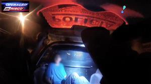 Dupla é presa após aterrorizar passageiros de ônibus em assalto no DF