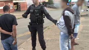Rapaz foge da polícia após não conseguir explicar origem de dinheiro
