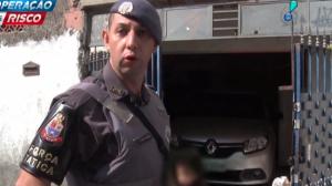 Polícia recupera carro roubado escondido em garagem