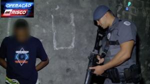 Em fim de expediente, traficante é surpreendido e levado por policiais