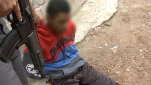 Traficante é preso em beco por tráfico de drogas