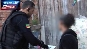 Policiais descobrem que mãe é traficante em ação para prender filho