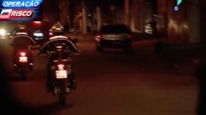 Policiais com moto perseguem carro roubado em São Paulo