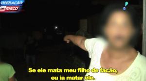 Mulher diz que homem tentou matar o filho dela com facão e faz ameaças