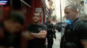 Imagens fortes: suspeito pula de carro em movimento durante perseguição