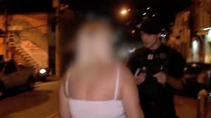 """Trio é detido com drogas e mãe de jovem se desespera: """"Vamos pra casa"""""""