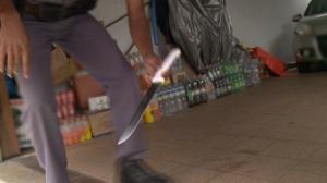 """PM impede roubo de casa em SP; ladrões estavam com arma e """"facão"""""""
