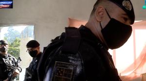 """Criminoso em fuga acaba levando Rota até """"casa bomba"""" do tráfico"""
