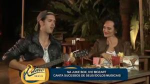Ivo Mozart canta sucessos no Juke Box