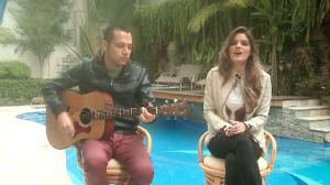 Suellen Santos canta 'A Favorita', m�sica que alavancou sua carreira