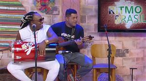 Negritude Junior canta versão em espanhol de sucesso do grupo