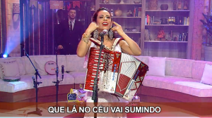 "Adriana Sanchez canta ""Olha pro céu"" no Ritmo Brasil"