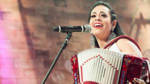 """Adriana Sanchez canta """"Baião"""" no Ritmo Brasil"""
