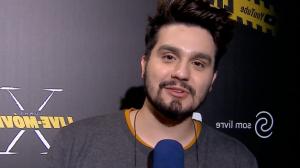 Faa Morena entrevista Luan Santana e pergunta: Já namorou no sofázinho?