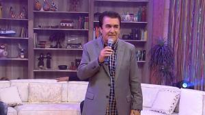 """Ângelo Máximo solta a voz no palco do Ritmo Brasil e canta """"Domingo Feliz"""""""