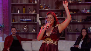 """Flávia Bittencourt canta a música """"Roseira"""" e anima o """"Ritmo Brasil"""""""