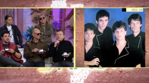 Muito diferentes? Banda Rádio Táxi lembra capa de disco de 1983