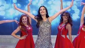 """Daniela Albuquerque faz entrada especial ao som da música """"Elevador"""""""