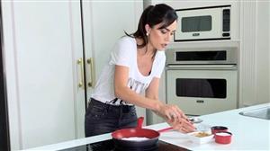 Dani Albuquerque ensina a fazer tapioca perfeita com panela que não gruda