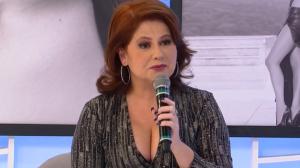 """""""Fui convidada para posar nua com 15 anos"""", revela atriz Narjara Turetta"""
