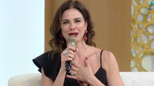 Luciana Gimenez parabeniza RedeTV! por aniversário de 19 anos