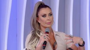"""Luciane Hopers diz estar arrependida de plásticas: """"Meu rosto necrosou"""""""