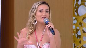 "Andressa Urach após se afastar de igreja: ""Fiz 5 procedimentos estéticos"""