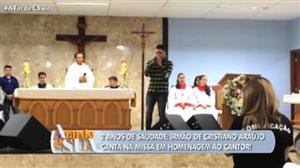 Irmão canta em missa em homenagem a Cristiano Araújo